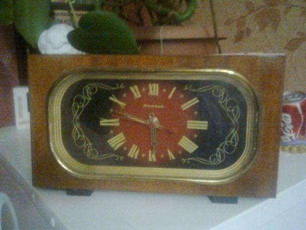 Продам настольные часы Янтарь.Цену снижено.