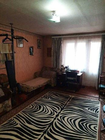 продається трикімнатна квартира на Подолі