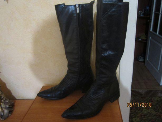 Сапоги демисезонные.Кожаные.39 размер.Италия Laura bellariva