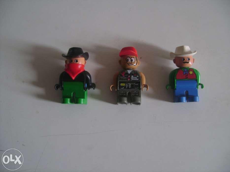 Bonecos Legos em bom estado