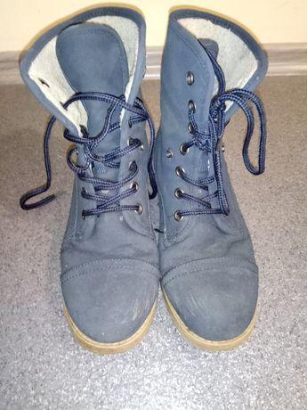 Sprzedam buty zimowe damskie rozm.41 ocieplane