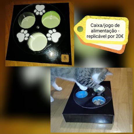 Caixa/jogo de alimentação para gatos