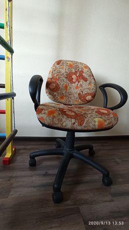 Стул кресло детское на колесах компьютерное