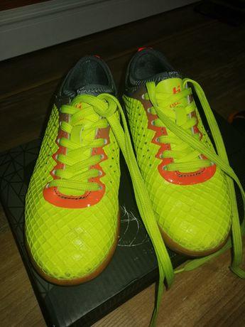 Buty piłkarskie huari rozm. 32 stan bdb