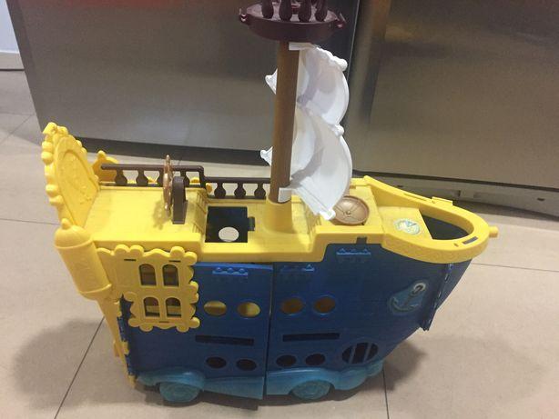 Barco do Jake em ótimo estado.