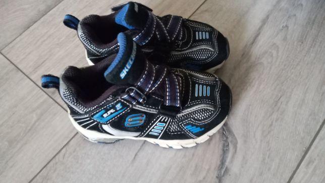 Касовки кросівки фірмові