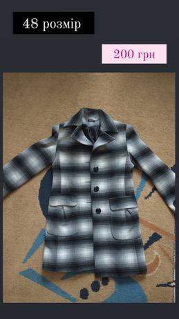 Жіноче пальто в чудовому стані