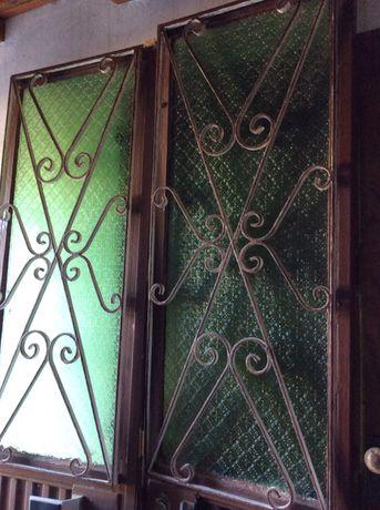 Portas de ferro com vidro em bom estado