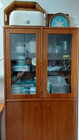 Móvel de arrumações com vitrine