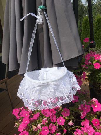 Koszyczek na kwiatki do sypania kwiatków ślub Komunia dla bielanek