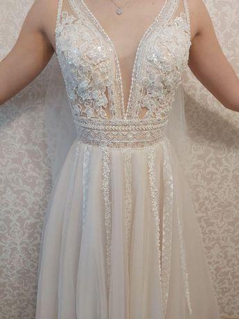 Свадебное платье с фатой,пудрового цвета длинное, открытое, брительки