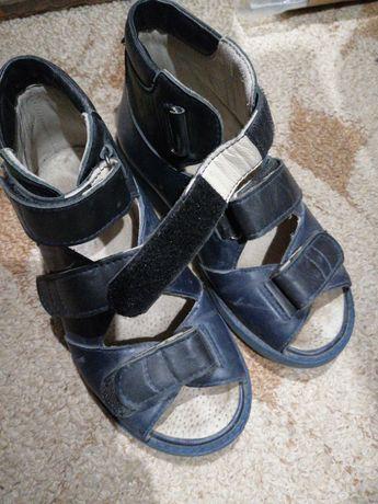 Продам 2 пары ортопедической обуви