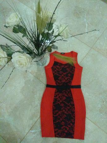 Efektowna sukienka czerwona z koronką 40