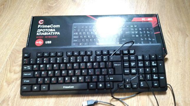 Клавиатура и беспроводная мышь.