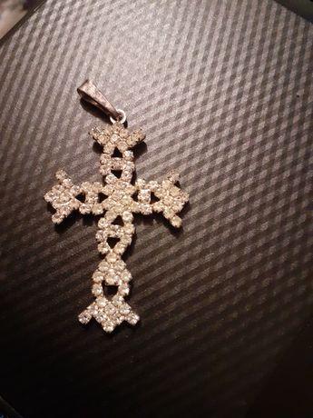Krzyżyk z cyrkonii