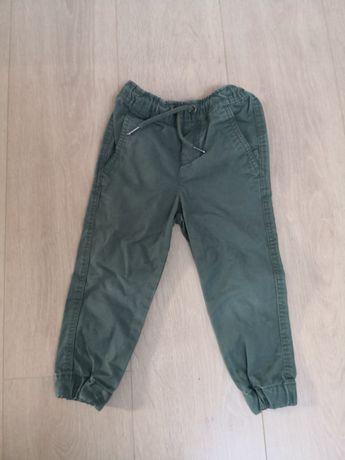 Spodnie chłopięce joggery Reserved 4-5lat
