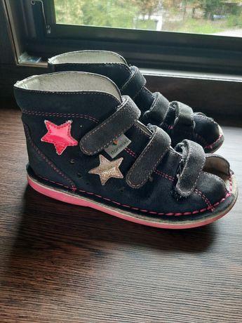 Danielki kapcie profilaktyczne buty buciki r26