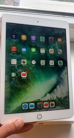 iPad 32 GB Gold (с Wi Fi)