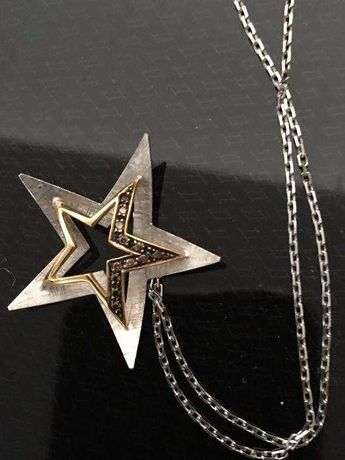 Fio em ouro branco com pendente em forma de estrela