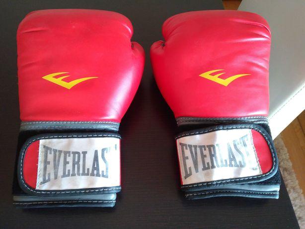 Impecáveis, luvas de kickboxing ou boxe