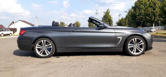 Крутой кабриолет БМВ BMW с металлической крышей