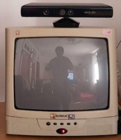 Tv televisão 14 polegadas a trabalhar.
