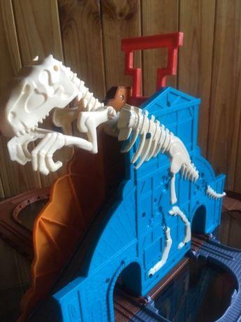 Томас и друзья железная дорога музыкальная Пещера дракона