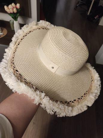 Oryginalny kapelusz Monnari Raz noszony