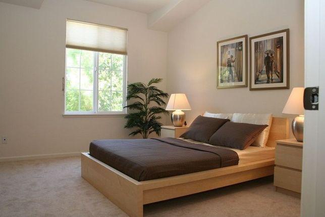 Ikea Malm nowoczesne łóżko z grubym materacem sprężynowym