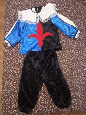 Карнавальный костюм для маленького мушкетера.