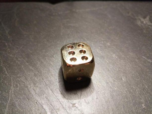 Dado banhado a Ouro Puro 24 quilates
