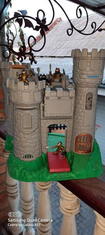 Ігровий замок,брендовий,стан нового,в комплекті воіни різних кольорів
