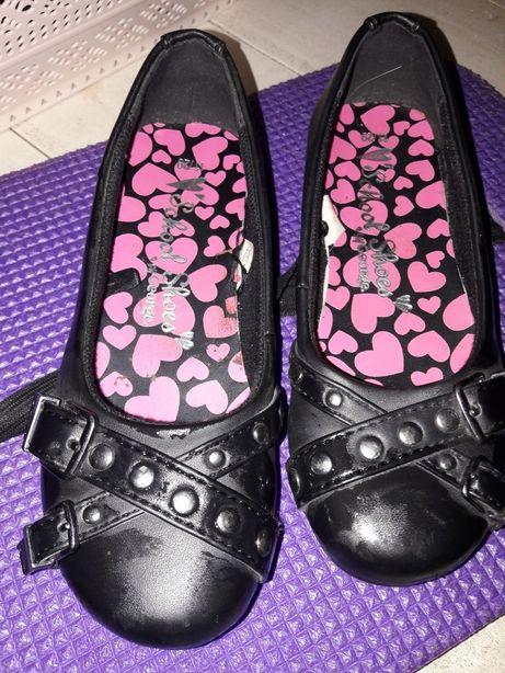 Продам туфли на девочку 11 размер