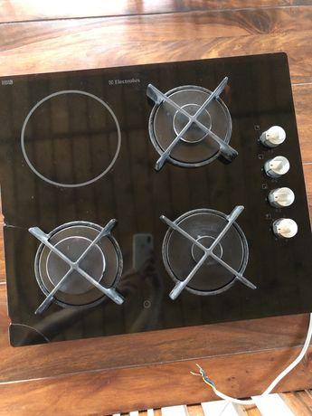 Варочная поверхность  Electrolux комбинированная.