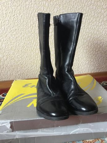 Демисезонные кожаные сапоги 36 р. львовского производителя(«Каприз»)