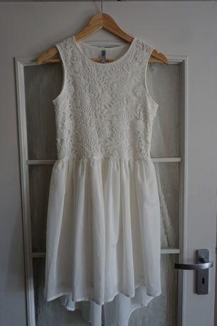 Sukienka dziewczęcą