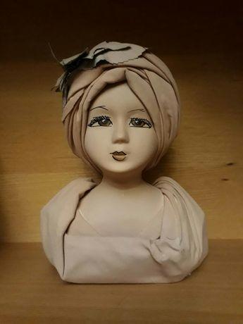 Бюст фарфоровой куклы
