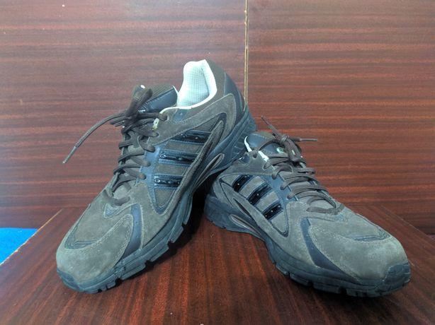 Кросівки осінні Adida 46 розмір