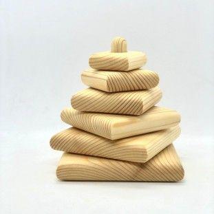 Пирамидка из дерева.
