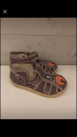 Sandałki 20 buciki na lato