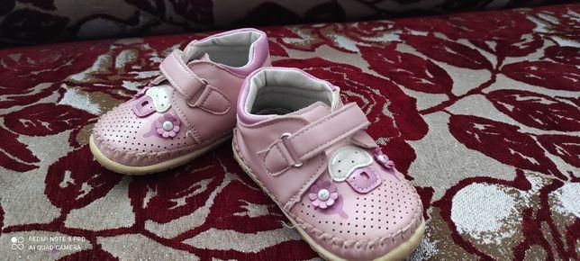 Дитячі кросівочки, в гарному стані)