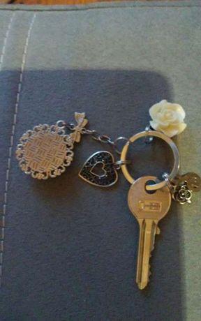 Oryginalne zawieszki.klucz znaleziony w Redzie kolo Mops-u!