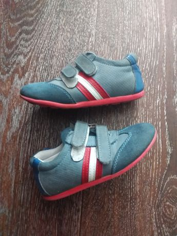 Продам детские кроссовки,  размер 23