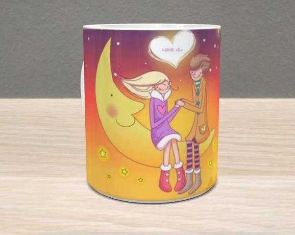 Чашка с принтом ко Дню влюбленных.
