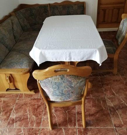 Narożnik, stół, krzesła do salonu.
