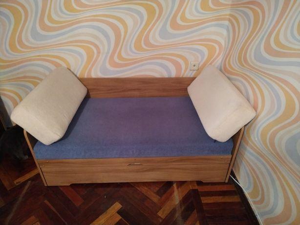 Кровать детская, деревянная