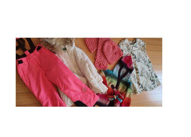 kurtka, zimowe spodnie, sweter z kapturem, sukienka, czapka, szalik
