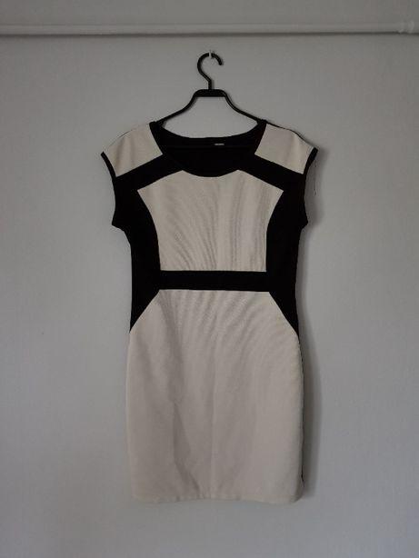 Czarno biała prosta suknia