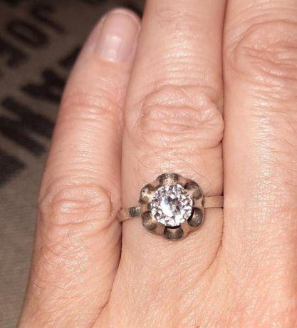 Кольцо серебро 925 пробы с крупным фианитом бриллиантовой огранки
