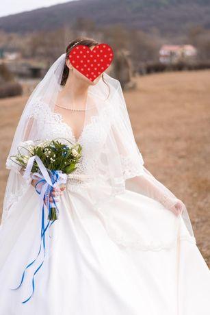 Весільна сукня королівський атлас айворі ідеальний стан